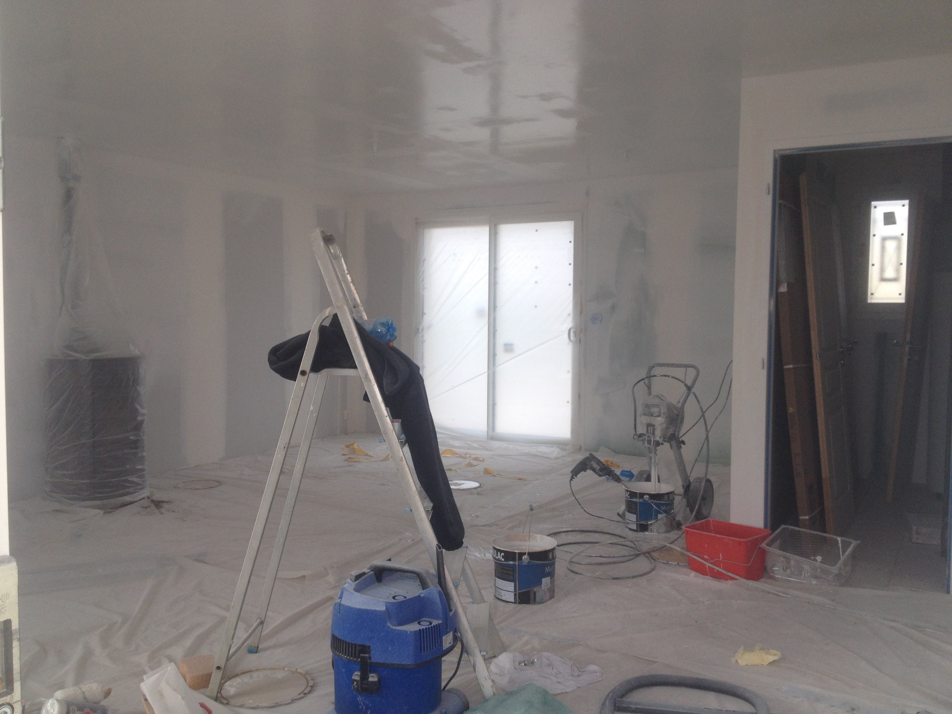 Travaux interieur maison maison alp interieur rnovation for Pistolet peinture mur interieur